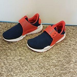 Nike Sock Dart. Size 6Y. Women's 8.
